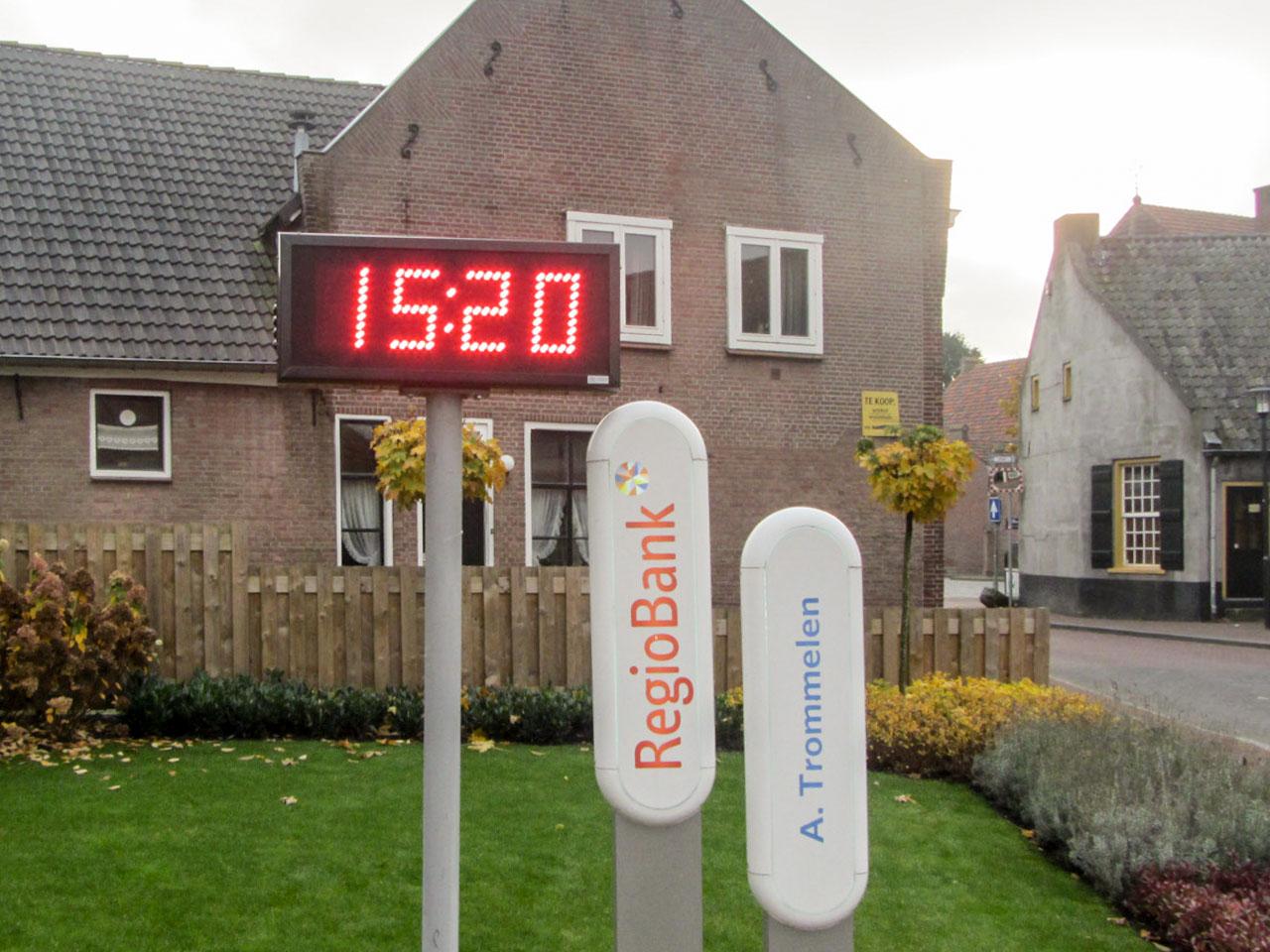 Tijd- en temperatuurdisplay